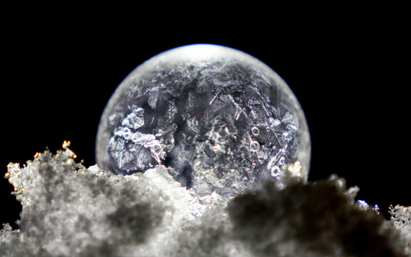 freezing-bubble-during-winter-2