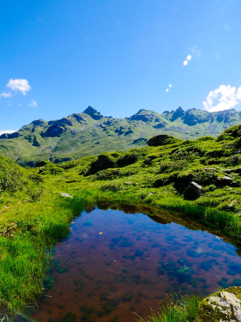 Lake, Mountains and Skies title=100% Natural