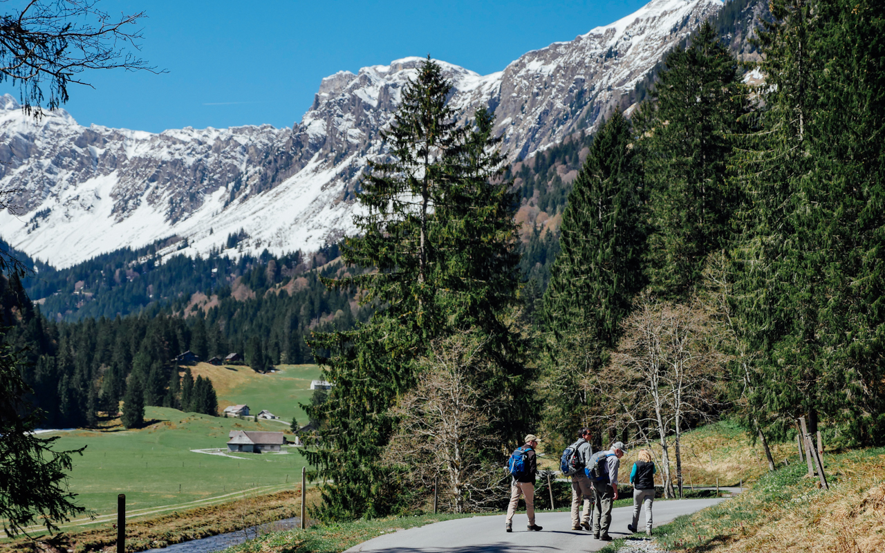 Along Obersee - heading to the Wanderweg (hiking trail)