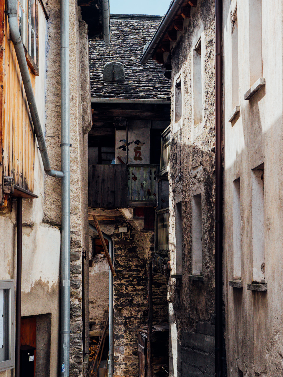 Fascinated with this tight alley.