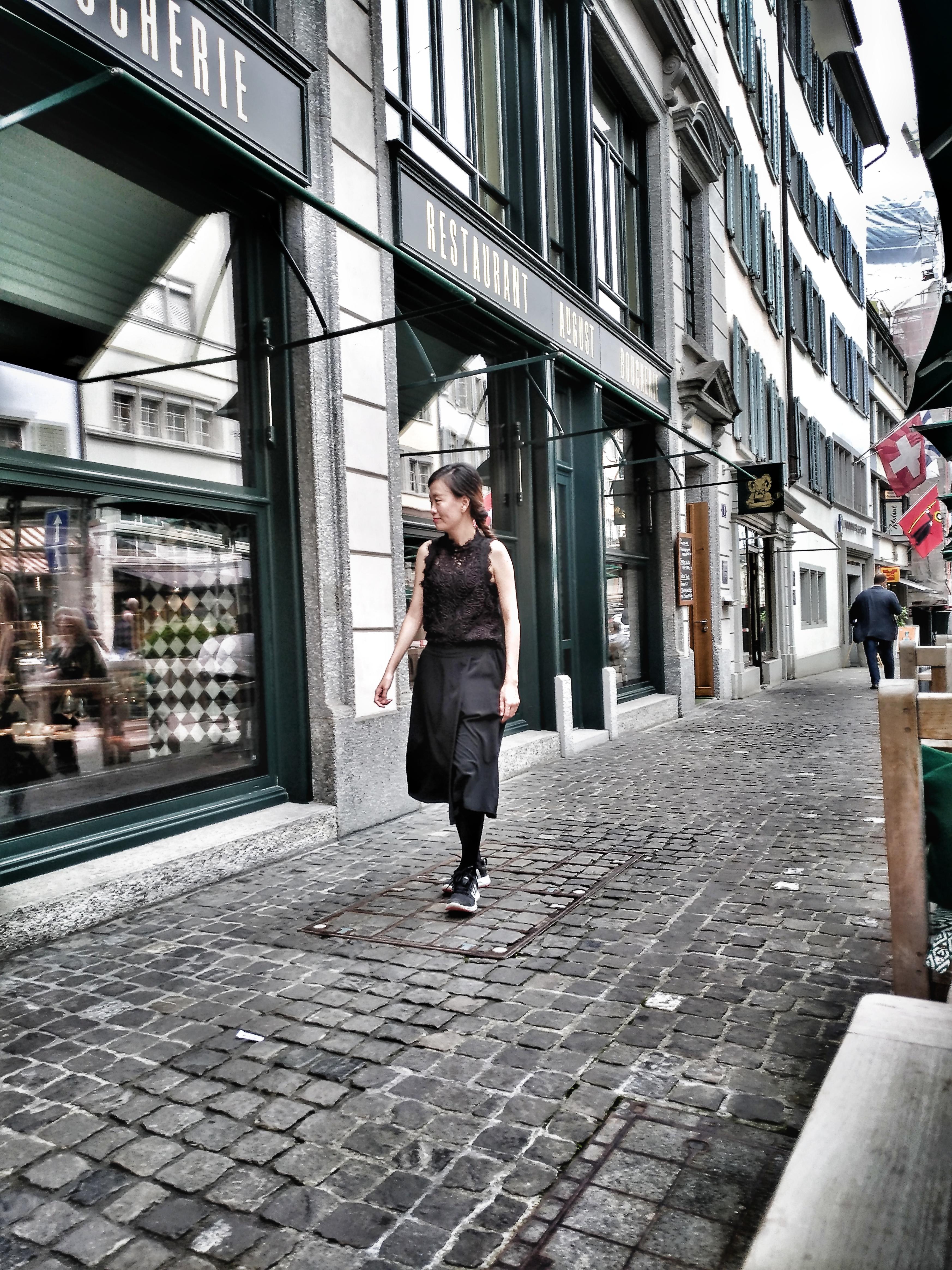 Walking in Zürich. title=Walking in Zürich.